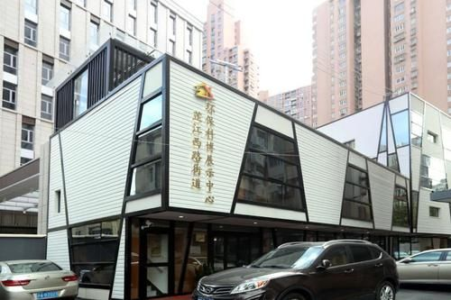 上海小区里的垃圾分类的科普教育基地