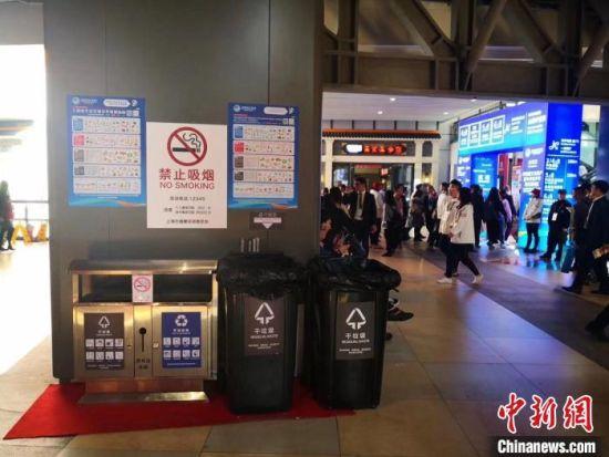 进博会中外展商等上海体验垃圾分类新时尚